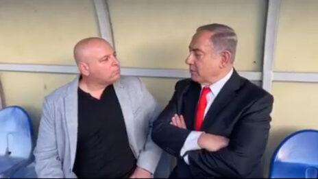 ראש הממשלה בנימין נתניהו ועורך אתר 0404 בועז גולן (צילום מסך)