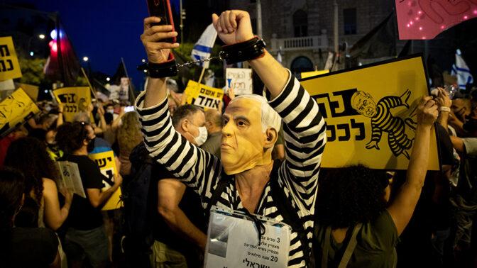 הפגנה נגד בנימין נתניהו, סמוך למעונו שבירושלים, 1.8.2020 (צילום: יונתן זינדל)