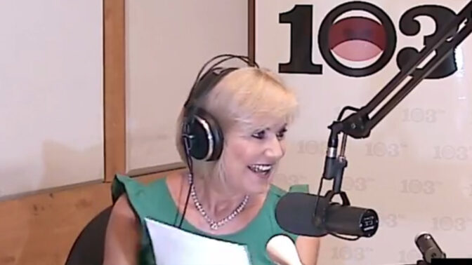 """ד""""ר מאיה רוזמן באולפן 103FM (צילום מסך)"""