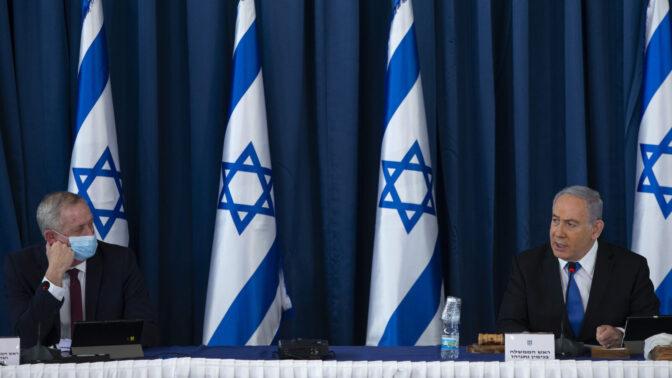 ראש הממשלה בנימין נתניהו ושר הביטחון בני גנץ בישיבת ממשלה, יולי 2020 (צילום: עמית שאבי)