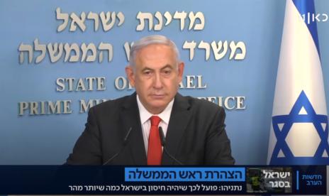 ראש הממשלה בנימין נתניהו מאזין לשאלת כתב ערוץ 20 הלל ביטון-רוזן, 24.9.2020 (צילום מסך מתוך שידורי כאן 11)