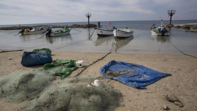 סירות דיג עוגנות לחוף ג'סר א-זרקא, 2017 (צילום: נתי שוחט)