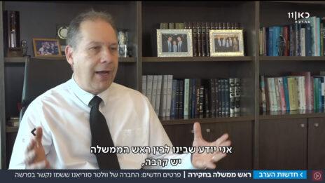 אילן בומבך, עורך דינו של וולטר סוריאנו, מעיד על חברותם של סוריאנו ובנימין נתניהו (צילום מסך מכתבת תאגיד השידור כאן)