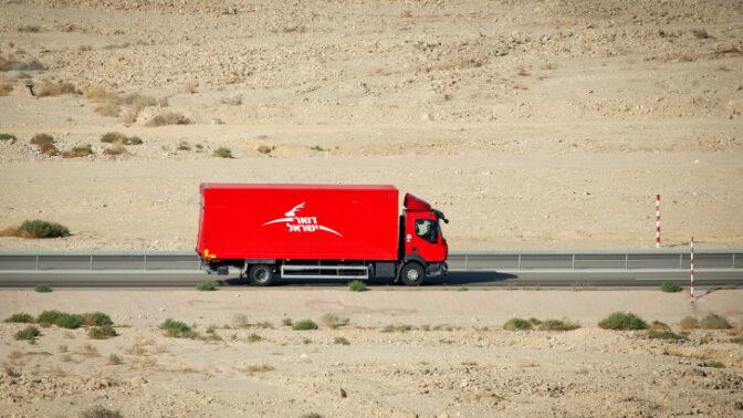 משאית של דואר ישראל (צילום: משה שי)