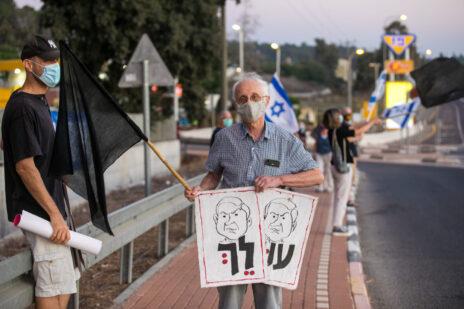 משמרת מחאה נגד נתניהו בעמק יזרעאל, 17.10.2020 (צילום: ענת חרמוני)