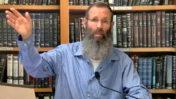 """הרב יגאל לוינשטיין בסרטון על """"היחס לחוק טיפולי ההמרה"""". מתוך ערוץ היוטיוב של מכינת בני דוד, 2020 (צילום מסך)"""