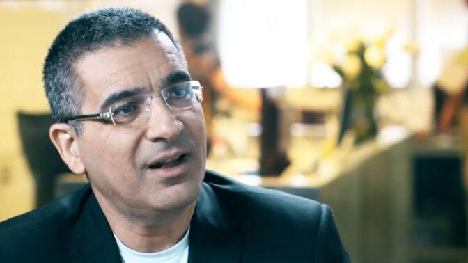 """יעקב אטרקצ'י, מנכ""""ל חברת הנדל""""ן אאורה ובעל השליטה בה (צילום מסך מתוך סרטון פרסומת של חברת אאורה)"""