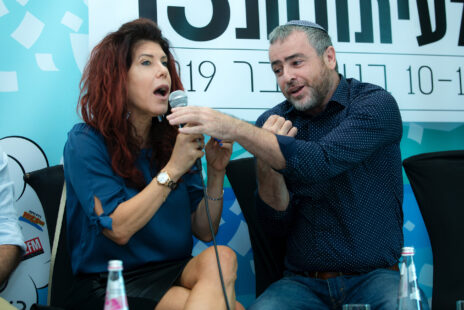 שמעון ריקלין וג'ודי שלום-ניר-מוזס בפאנל, נובמבר 2019 (צילום: משה שי)