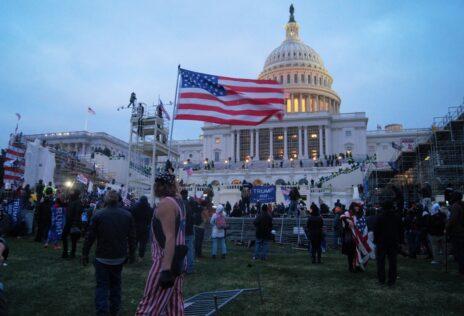המצור על גבעת הקפיטול בוושינגטון, 6.1.2021 (צילום: טיילר מרבלר, רישיון CC BY 2.0)