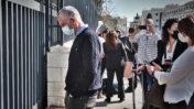 """מו""""ל """"ידיעות אחרונות"""" ארנון (נוני) מוזס, מחוץ לבית-המשפט המחוזי ירושלים, אחרי דיון נוסף במשפט השוחד שלו ושל רה""""מ נתניהו, 8.2.2021 (צילום: אורן פרסיקו)"""