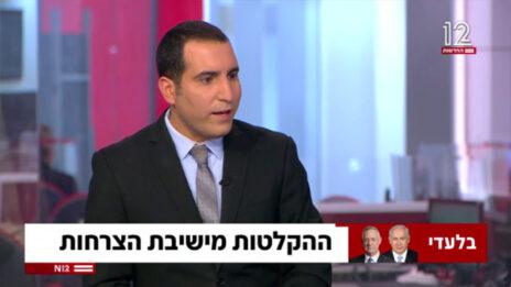 """ירון אברהם מדווח על """"ההקלטות מישיבת הצרחות"""". חדשות 12, 7.2.2021 (צילום מסך)"""