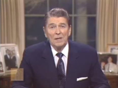"""נשיא ארה""""ב רונלד רייגן נושא נאום לאומה על פרשת איראנגייט, 4.3.1987 (צילום מסך)"""