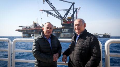 שר האנרגיה יובל שטייניץ וראש הממשלה בנימין נתניהו על רקע אסדת קידוח הגז לווייתן, 31.1.2019 (צילום: מארק ישראל סלם)