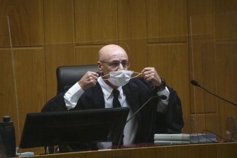 השופט ירון לוי, היום בפתח הדיון בבית-המשפט המחוזי בתל-אביב (צילום: מרים אלסטר)
