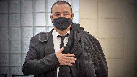 עורך-דינם של שאול ואיריס אלוביץ', ז'ק חן, בבית-המשפט המחוזי בירושלים, 6.4.2021 (צילום: יונתן זינדל)