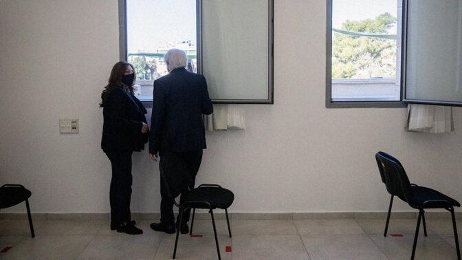 שאול ואיריס אלוביץ' בבית המשפט המחוזי בירושלים (צילום: יונתן זינדל)