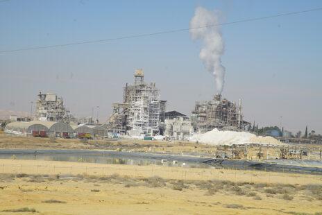 המפעלים במישור רותם (צילום: גרינפיס ישראל)
