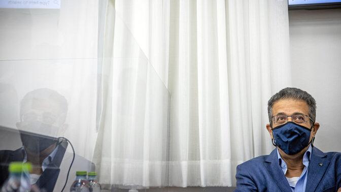 """מנכ""""ל """"וואלה"""" לשעבר אילן ישועה, לפני אחד מימי עדותו במשפט המו""""לים (צילום: יונתן זינדל)"""