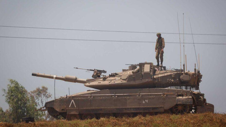 """טנק צה""""לי על גבול רצועת עזה, 14.5.2021 (צילום: יונתן זינדל)"""