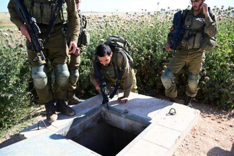 חיילי גולני מתאמנים בלוחמת מנהרות במתקן אימונים ישראלי ברמת הגולן. 15.5.2021 (צילום: מיכאל גלעדי)