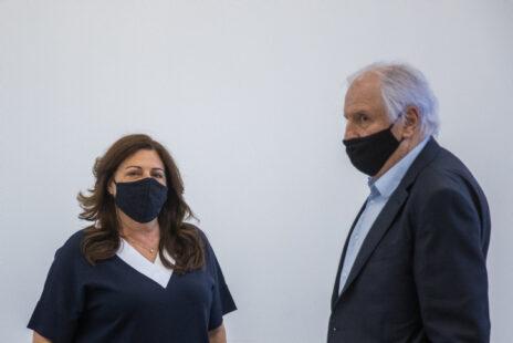 בני הזוג שאול ואיריס אלוביץ', היום בבית-המשפט המחוזי בירושלים, בדיון במשפטם באשמת נתינת שוחד לראש הממשלה, בנימין נתניהו (צילום: יונתן זינדל)