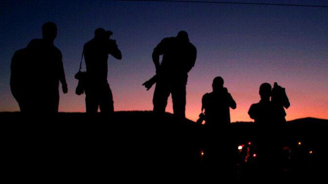 צלמי עיתונות בגבול הצפון, בזמן מלחמת לבנון השנייה. 9.8.06 (צילום: מלאני פידלר)