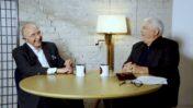 """פיני גרשון מראיין את אלכס גלעדי בתוכנית הרשת """"מחליטים מהבטן"""", החודש (צילום מסך מתוך ערוץ היוטיוב של התוכנית)"""