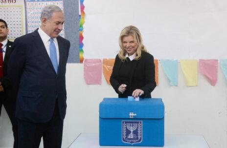 בנימין ושרה נתניהו מצביעים בבחירות הכלליות לכנסת, 17.3.2015 (צילום: מארק ישראל סלם)