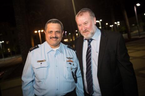 """היועץ המשפטי לממשלה אביחי מנדלבליט (מימין) עם מפכ""""ל המשטרה לשעבר רוני אלשיך. נובמבר 2018 (צילום: יונתן זינדל)"""