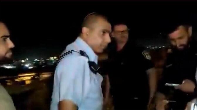 קצין משטרה בירושלים מאיים על העיתונאי לירן תמרי שלא יצלם בזירת אירוע (צילום: לירן תמרי)