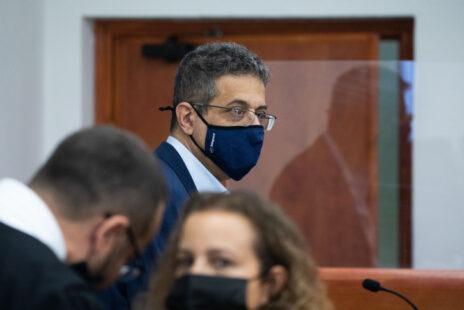 """מנכ""""ל """"וואלה"""" לשעבר אילן ישועה בבית-המשפט המחוזי בירושלים, אתמול (צילום: יונתן זינדל)"""