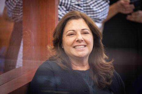 הנאשמת איריס אלוביץ' בבית-המשפט המחוזי בירושלים, 15.6.2021 (צילום: יונתן זינדל)