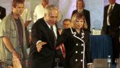 בנימין נתניהו עם אשתו שרה, לאחר שזכה בבחירות 1996 (צילום: נתי שוחט)