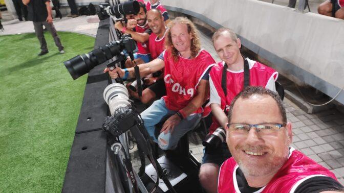 צלמי עיתונות במשחק ברצלונה נגד ריאל, 20.7.21. מקדימה: ניר קידר (צילום: ניר קידר)