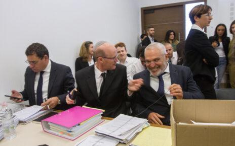 """עו""""ד יוסי כהן באחד הדיונים בתביעת הדיבה שהגיש נגדו מני נפתלי, 26.12.17 (צילום: פלאש90)"""
