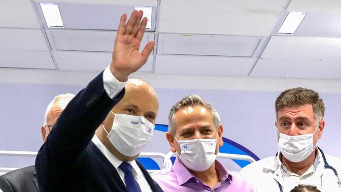 """רה""""מ נפתלי בנט (משמאל) ושר הבריאות ניצן הורוביץ (צילום: מארק ישראל סלם)"""