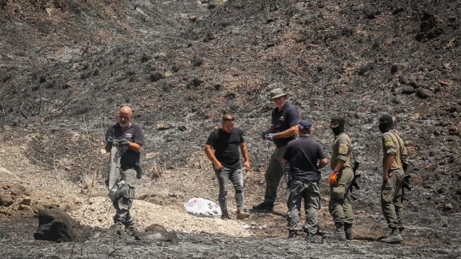 זירת התפוצצות רקטה שנורתה מלבנון, אתמול סמוך לקריית-שמונה (צילום: דוד כהן)