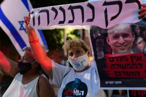 הפגנת תמיכה בבנימין נתניהו בכיכר הבימה בתל-אביב, אתמול (צילום: אבשלום ששוני)
