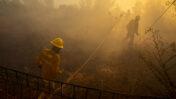 כבאים בעבודה בשריפה הגדולה בהרי ירושלים, השבוע (צילום: אוליבייה פיטוסי)
