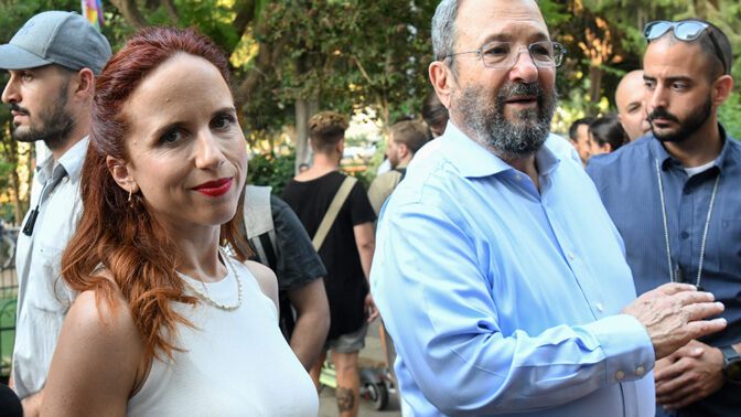 אהוד ברק וסתיו שפיר, בזמן שהתמודדו לכנסת ברשימת המחנה הדמוקרטי, 30.7.19 (צילום: פלאש90)