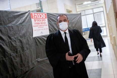 """עו""""ד ז'ק חן, סנגורו של שאול אלוביץ', היום בבית-המשפט המחוזי בירושלים (צילום: יונתן זינדל)"""